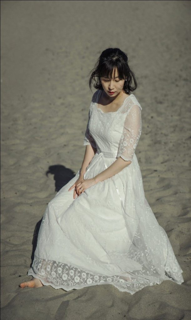 7b1d54d478 To enjoy the relaxed environment and romantic aura that a beach wedding  gives, brides must choose the best beach wedding dresses for their ceremony.